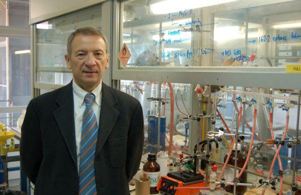 Premio Lord Lewis concedido a nuestro compañero Prof. Dr. Luis Oro Giral