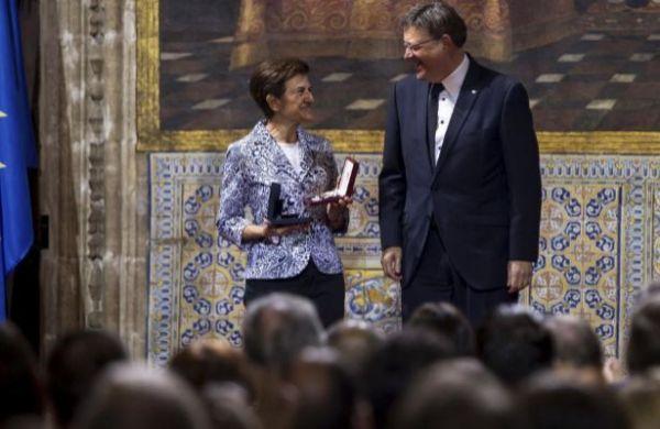 Alta distinción de la Generalitat Valenciana a nuestra compañera Adela Cortina